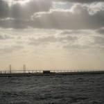大海原に架かる国境の橋