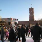 市庁舎前のクリスマスマーケット最終日に