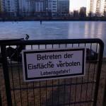 クロイツベルクの天然リンクでスケートを楽しむ