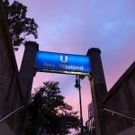 地下鉄の駅で見た夕日