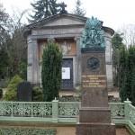 発掘の散歩術(80) 光に彩られた生と死の空間 —ドロテーエンシュタット墓地を歩く—