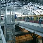 中央駅のいま(9) 「恐怖と魅惑の吹き抜け口」