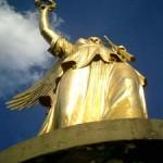 天使の降りた場所(4) - 戦勝記念塔 -