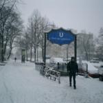 雪の日に働く人たち車たち
